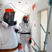 Photo Asbest-Sanierer in Test-Zone
