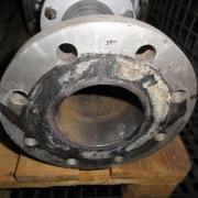 Reste von asbesthaltiger Dichtung an Rohr. Photo: CC by sa, Carbotech AG via Polludoc.ch